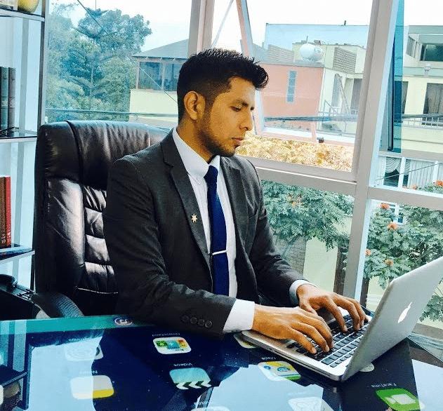 contratar un abogado en internet