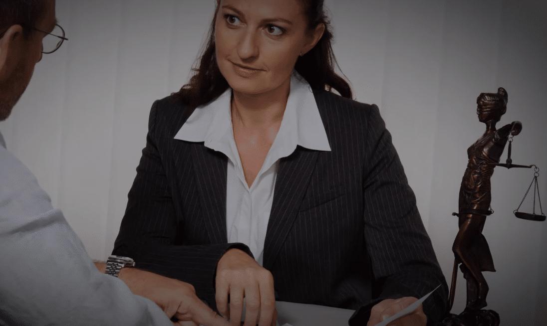 lo que involucra formarse como abogado
